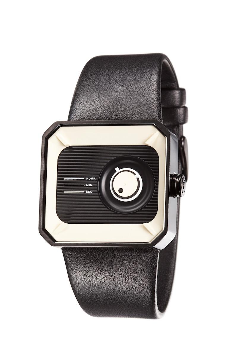 Часы наручные TACS Channel box Black CЧасы TACS Channel Box - Не торопитесь! Вдохновленный дизайном ретро-радио, круглый вращающийся диск напоминает шкалу радиоприемника, в то время как горизонтальные линии на циферблате отображают частотный индикатор классического радио.  Вместе с углами антикварного вида, тонкий винтажный дизайн идеально сочетается с современными пластиковыми элементами управления и цветовыми гаммами.   Производитель и дизайн: Creative choice Limited (Гонконг). Механизм: кварцевый MIYOTA 2036 (Япония). Корпус: 4/3,6/1 см, нержавеющая сталь. Стекло: минеральное. Размер ремешка: 21/2,1 см. Материал ремешка: натуральная кожа. Водонепроницаемость: 5АТМ. Избегать контакта с горячей водой и паром. Гарантия: 1 год.<br><br>Цвет: черный<br>Механизм: кварцевый<br>Материал корпуса: нержавеющая сталь<br>Ремешок: натуральная кожа<br>Форма корпуса: Квадрат<br>Пол: унисекс