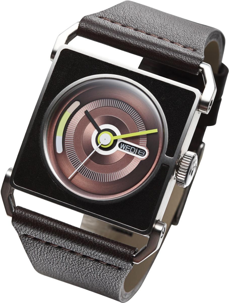 Часы наручные TACS Swing-BЧасы TACS SWING-Толстые яркие минутная и часовая стрелки вращаются на циферблате по кругу, что вместе с классической замшевой поверхностью часов создает фантазийное и веселое впечатление.  Ремешок крепится к ручкам на корпусе, эта конструкция идеально подходит для небольших запястий.   Производитель и дизайн: Creative choice Limited (Гонконг). Механизм: кварцевый MIYOTA 1M02 (Япония). Корпус: 3,7/3,7/1,1 см, нержавеющая сталь. Стекло: минеральное. Размер ремешка: 21/2,3 см. Материал ремешка: натуральная кожа. Водонепроницаемость: 5АТМ. Избегать контакта с горячей водой и паром. Особенности: индикация даты/дня. Гарантия: 1 год.<br><br>Цвет: черный<br>Механизм: кварцевый<br>Материал корпуса: нержавеющая сталь<br>Ремешок: натуральная кожа<br>Форма корпуса: Квадрат<br>Пол: мужские