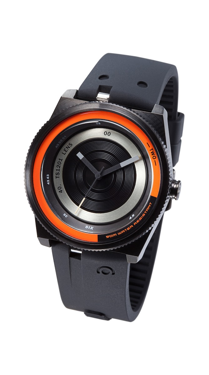Часы наручные TACS Color Lens-CЧасы TACS Lens - Цветной объектив Цвет лицевой панели такой же, как у силиконового ремешка, что создает большее впечатление.  Конструкция силиконового ремешка вдохновлена кнопками цифровых камер, а ширина корпуса увеличена до 44 мм в диаметре. Часы поставляются в трех цветовых вариациях, что позволяет выбрать часы отражающие ваш яркий выразительный стиль.   Производитель и дизайн: Creative choice Limited (Гонконг). Механизм: кварцевый MIYOTA 2036 (Япония). Корпус: 4,4/3,4/1,3 см, нержавеющая сталь. Стекло: минеральное. Размер ремешка: 21/2,2 см. Материал ремешка: силикон. Водонепроницаемость: 5АТМ. Избегать контакта с горячей водой и паром. Гарантия: 1 год.<br><br>Цвет: черный<br>Механизм: кварцевый<br>Материал корпуса: нержавеющая сталь<br>Ремешок: силикон<br>Форма корпуса: Круг<br>Пол: унисекс