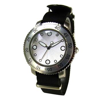 Часы наручные TOKYObay Graphia Black WatchesЧасы TOKYObay<br>Производитель: TOKYObay Inc. (США)<br>Механизм: кварцевый MIYOTA (Япония)<br>Корпус: 40/40/10 мм, металл(не содержит никель), задняя крышка из нержавеющей стали.<br>Стекло: ударопрочный оптический пластик <br>Размер ремешка: 22,5/2 см <br>Материал ремешка: нейлон<br>Гарантия: 1 год<br><br>Цвет: черный<br>Механизм: кварцевый<br>Форма корпуса: Круг<br>Пол: унисекс<br>Ремешок: нейлон<br>Материал корпуса: металл